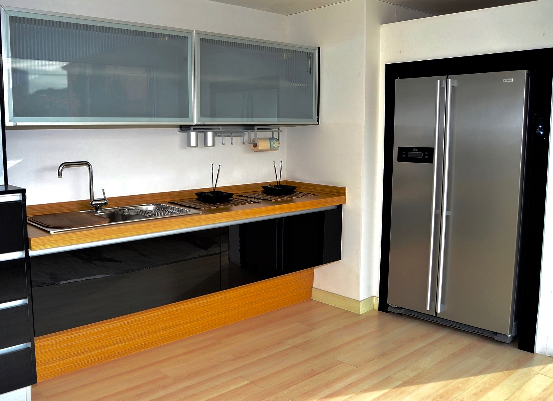 Nuestras cocinas elegantes07 josman hermanos tienda de for Cocinas y banos modernos